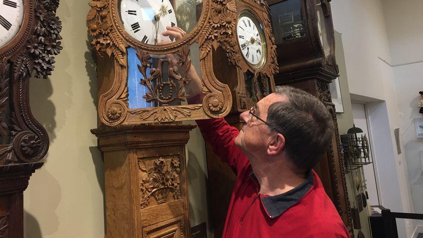 Jean Le Courtois est passé maître dans l'art de changer l'heure des horloges Saint-Nicolas