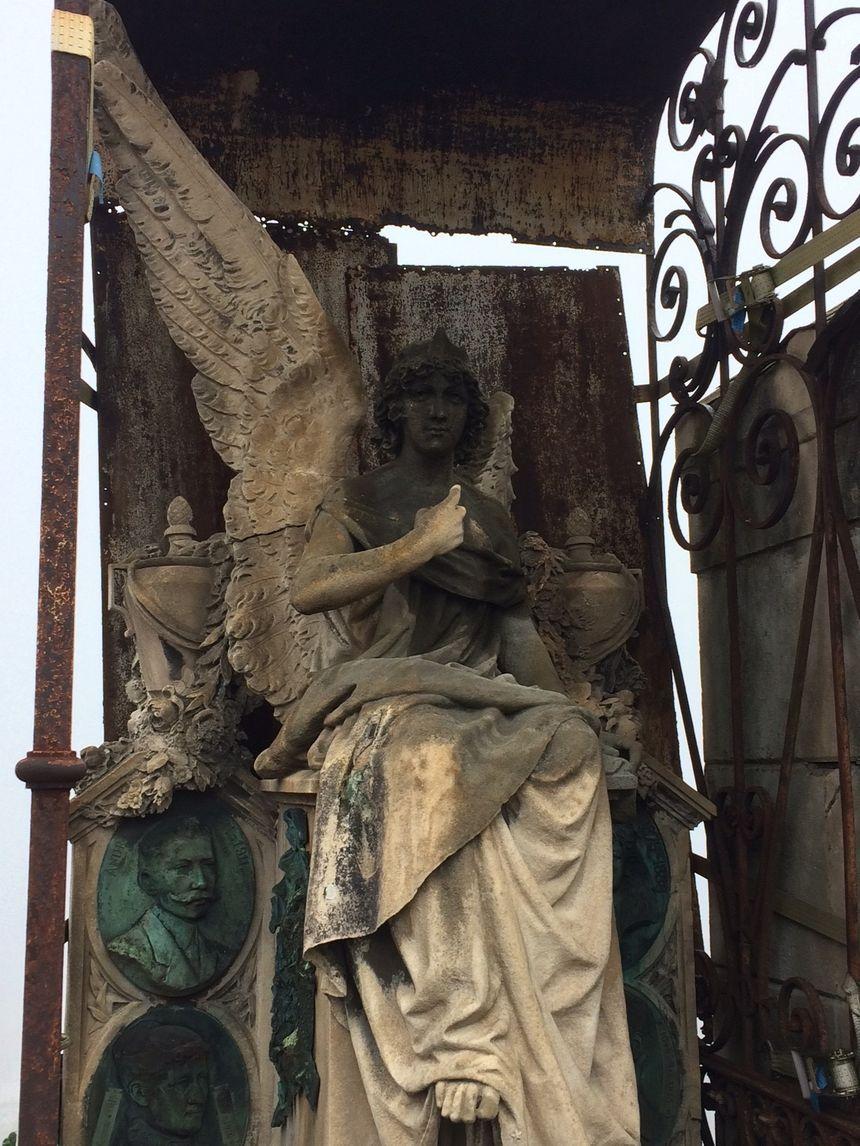 Une des plus anciennes tombes du cimetière de Saint Etienne
