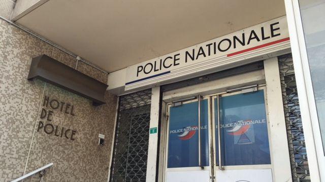 Entrée du commissariat de Valence ( illustration)