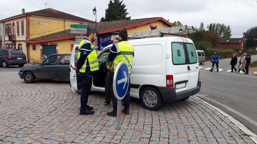 Douze gendarmes ont procédé à un contrôle surprise à l'entrée de Gimont vendredi 26 octobre