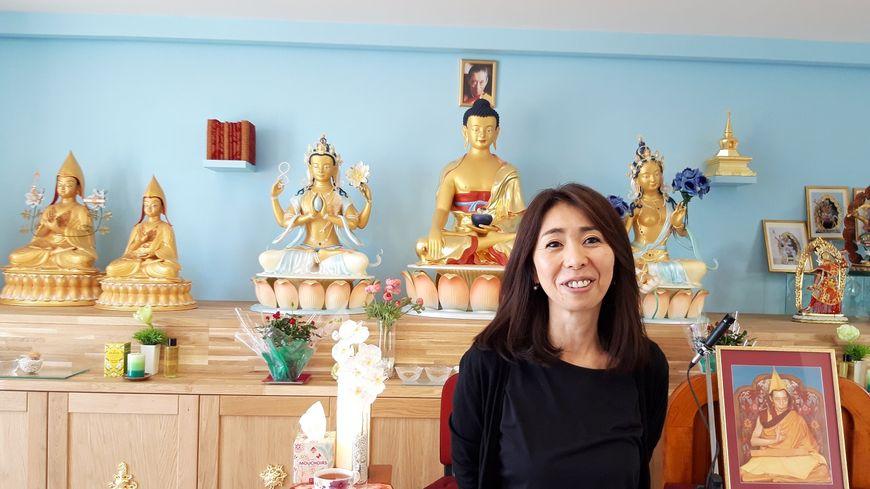 Ce centre bouddhiste, qui peut accueillir une cinquantaine de personnes, est dirigé par Mariko Fuji.