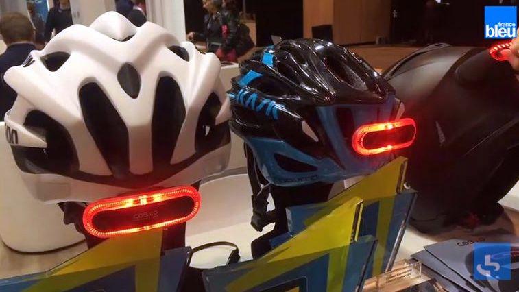 Le feu Cosmo connected se fixe sur tous les casques de moto et de vélo.