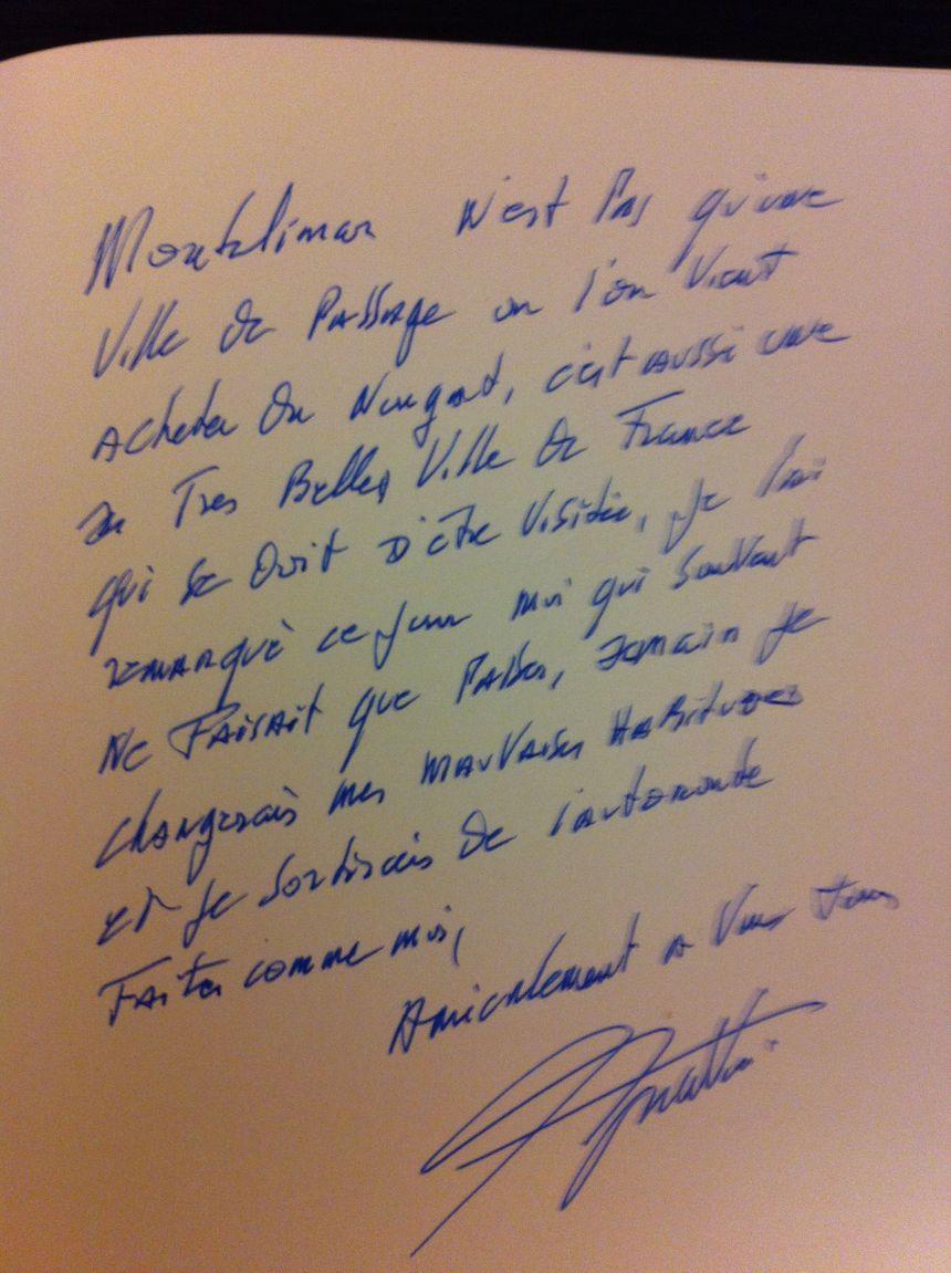 Le mot laissé par Charles Aznavour lors de l'inauguration du Palais des Congrès à Montélimar (Drôme)