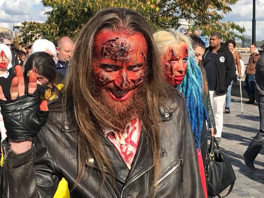 Ce sympathique zombie-biker vous salue.