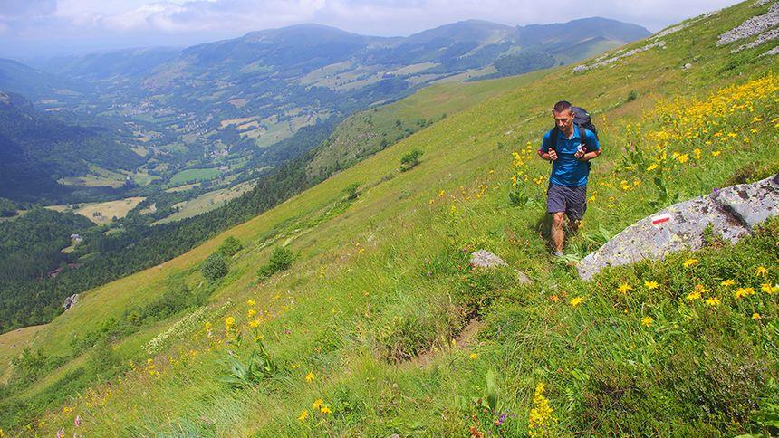 Sur le GR® 400, tour des volcans d'Auvergne dans le Cantal