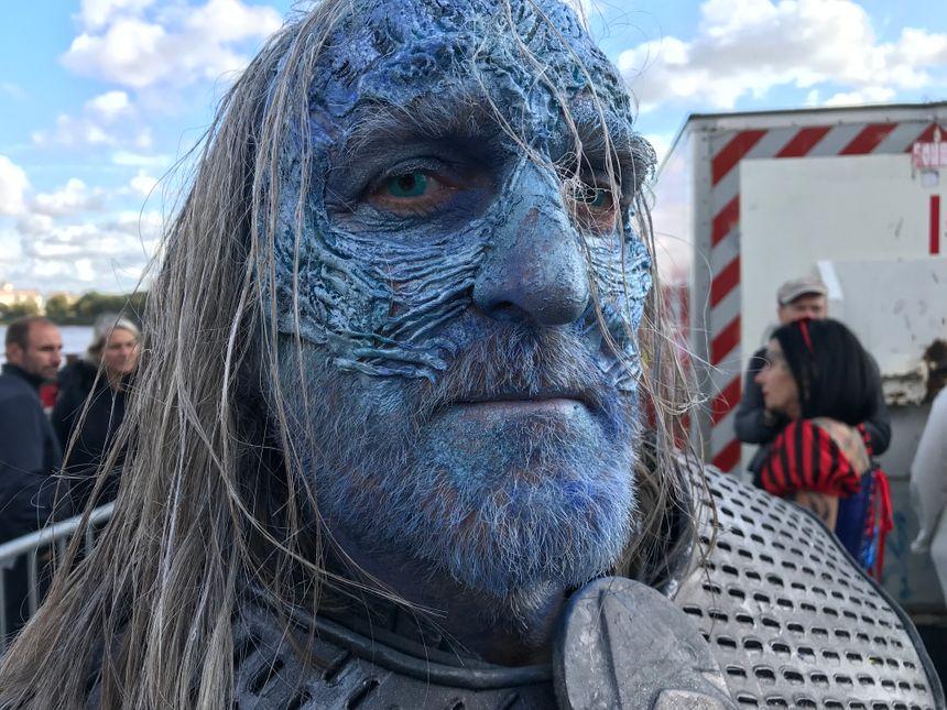 """Les célèbres Marcheurs Blancs de la série télévisée à succès """"Game of Thrones"""" étaient au rendez-vous."""