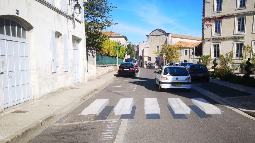 L'illusion d'optique est là, mais les voitures ne ralentissent pas beaucoup.