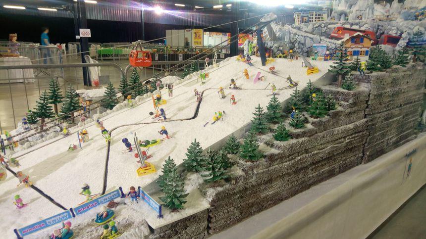 Une piste de ski en Playmobil, avec les remontées mécaniques !