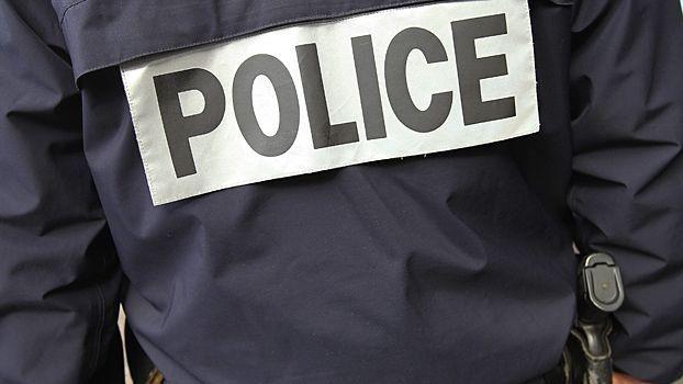 Les policiers ont négocié pendant 10 minutes pour que l'homme descende du pont.