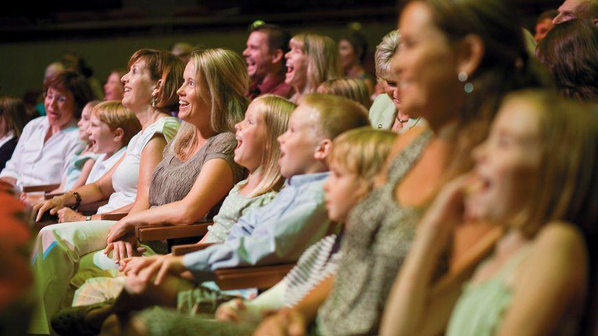 Public au théâtre.Illustration