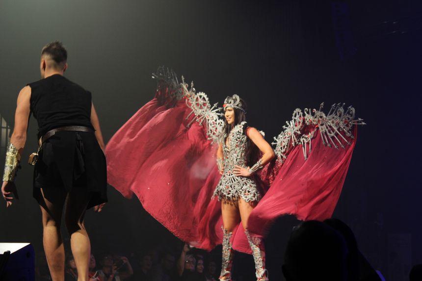 La miss Franche-Comté 2017, Mathilde Klinguer, s'est prêtée au jeu en participant au spectacle, consacré cette année à la légende franc-comtoise de la Vouivre
