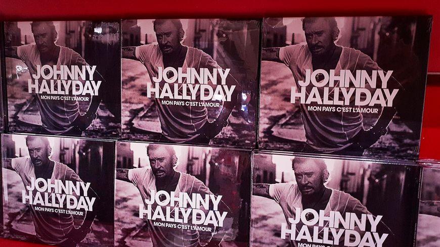 """""""Mon pays c'est l'amour"""", l'album posthume de Johnny Hallyday, disque de diamant après 4 jours de vente"""