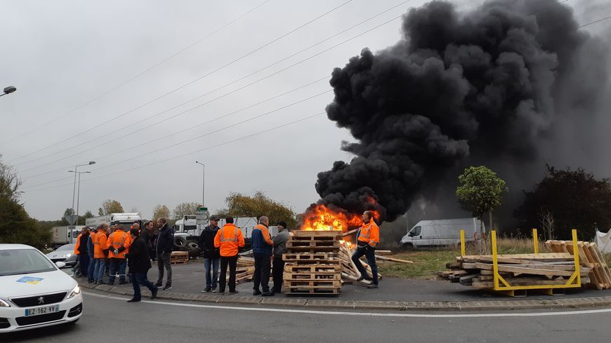 L'aciérie de Saint-Saulve en redressement judiciaire et ses 281 salariés ont un sursis de deux semaines avant que le tribunal de commerce tranche sur leur situation.