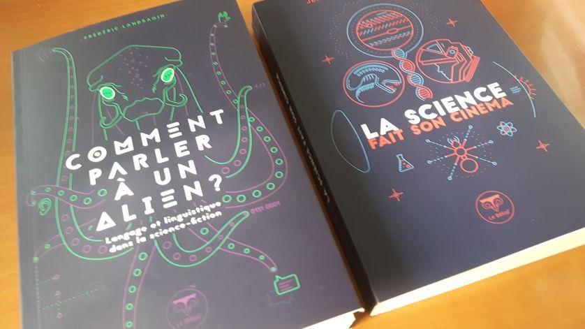 Les deux premiers volumes de la collection Parallaxe au Bélial'