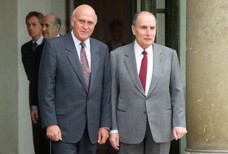 Frederik de Klerk et François Mitterrand devant le palais de l'Elysée, 3 février 1992