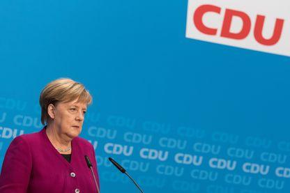 La Chancelière Angela Merkel, lundi 29 octobre, au siège de la CDU, lorsqu'elle a annoncé qu'elle renonçait à se représenter à la présidence du parti en décembre prochain.