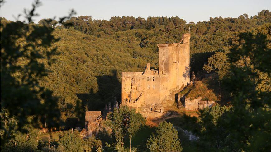 Le Château de commarque domine la vallée de la Grande Beune