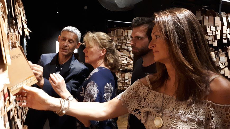 Les acteurs du projet Corail Artefact : Eric de Golbéry, directeur technique de Fontanille, Isabelle Domart-Coulon, chercheuse, Jérémy Gobé, artiste et Hélène Pic, designer textile de Fontanille.