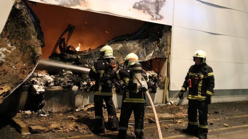 Une cinquantaine de pompiers est sur place