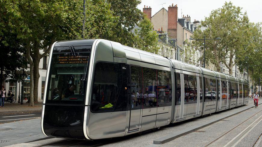 Quatre personnes ont été blessées ce vendredi soir dans la collision entre le tram et une voiture, à Joué-lès-Tours.