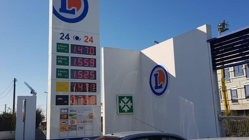 88dfcc055f1932 Hausse du prix des carburants, la mobilisation s organise aussi en ...