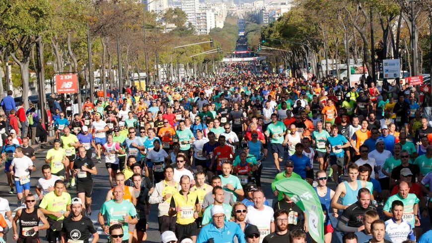 20 000 courageux se sont élancés à 9h devant le stade Vélodrome pour cette 40e édition de la course Marseille - Cassis