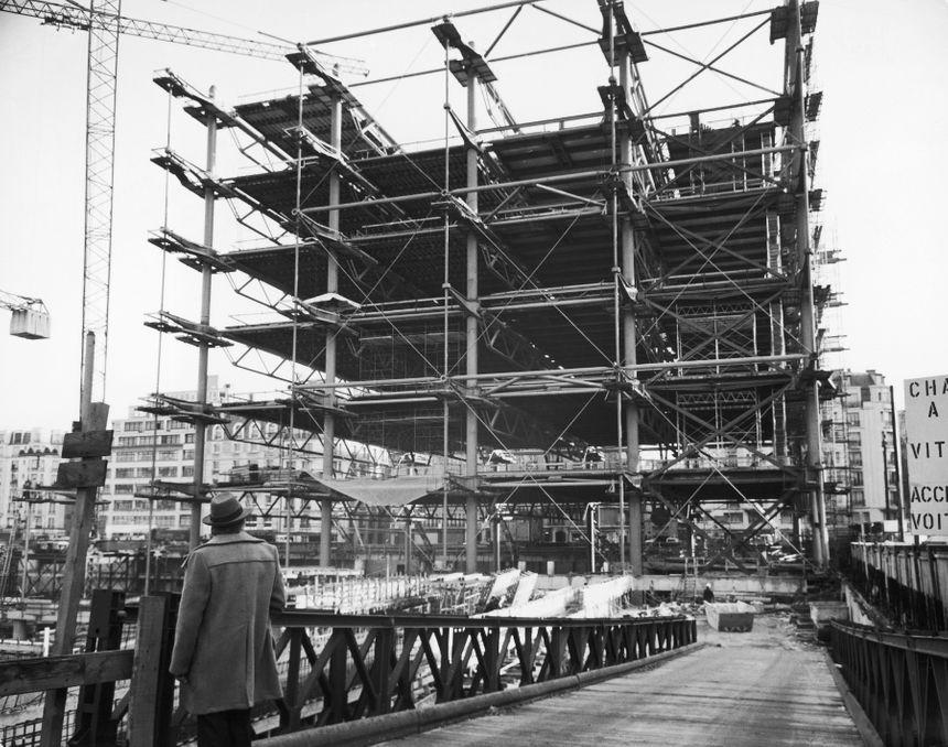 Chantier de construction du centre Pompidou à Paris