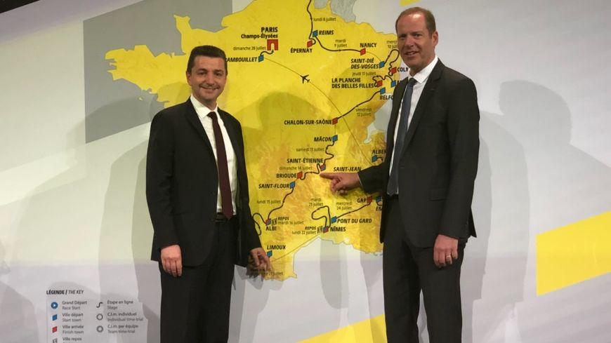 Gaël Perdriau, maire de Saint-Étienne et le président du Tour de France, Christian Prudhomme, lors de la présentation du parcours, à Paris