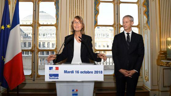 Françoise Nyssen lors de la passation avec Franck Riester