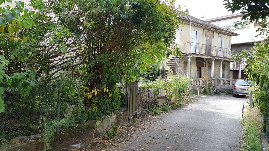 La maison squattée par des militants pour le droit au logement a été évacuée et scellée mardi matin