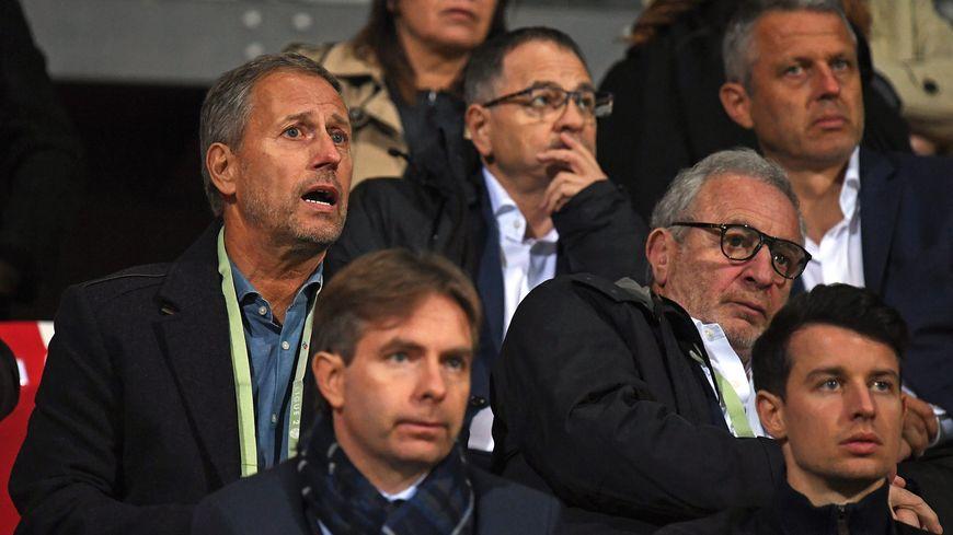 Alain Perrin (à gauche) et Paul Fischer (en haut à droite) devraient quitter la tribune pour rejoindre le banc de l'ASNL