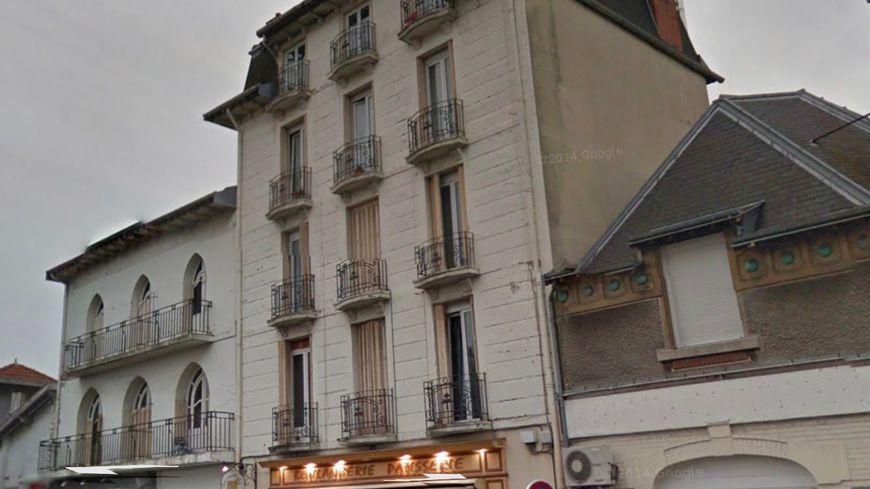 Le couple et le bébé vivaient dans un appartement situé boulevard Charles-Arnould dans le quartier Clairmarais à Reims.