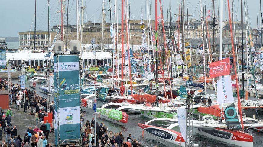 Le bassin Vauban à Saint-Malo accueille les bateaux avant le départ de la Route du Rhum.