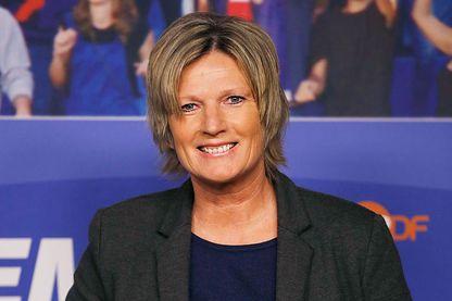 """Claudia Neumann présente le foot sur la ZDF (la """"Zweites Deutsches Fernsehen"""", la deuxième chaîne de télévision généraliste publique fédérale allemande)"""