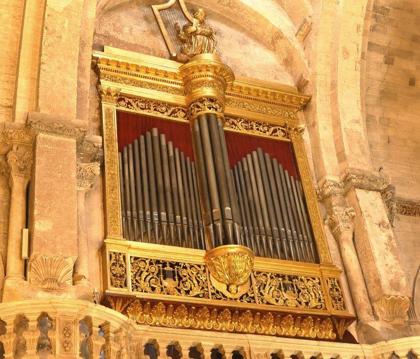 l'orgue doré de la Métropole Notre Dame des Doms Avignon.