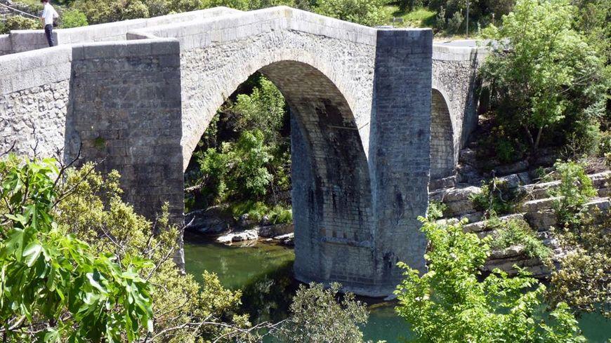 Les Travaux De Renovation Du Pont D Issensac Au Sud De