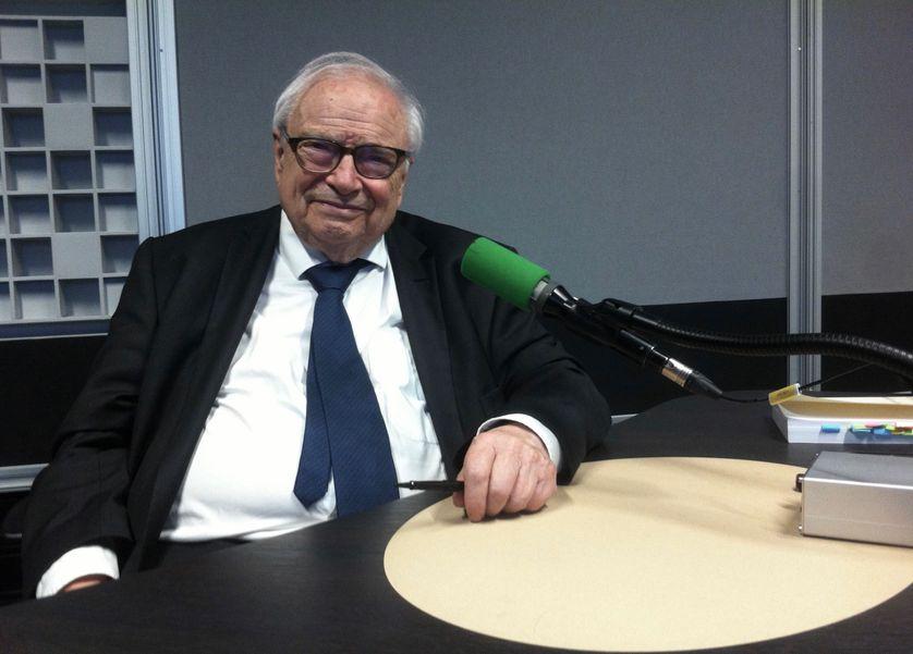 Henri Leclerc, avocat,  ancien président de la Ligue française pour la défense des droits de l'homme et du citoyen.