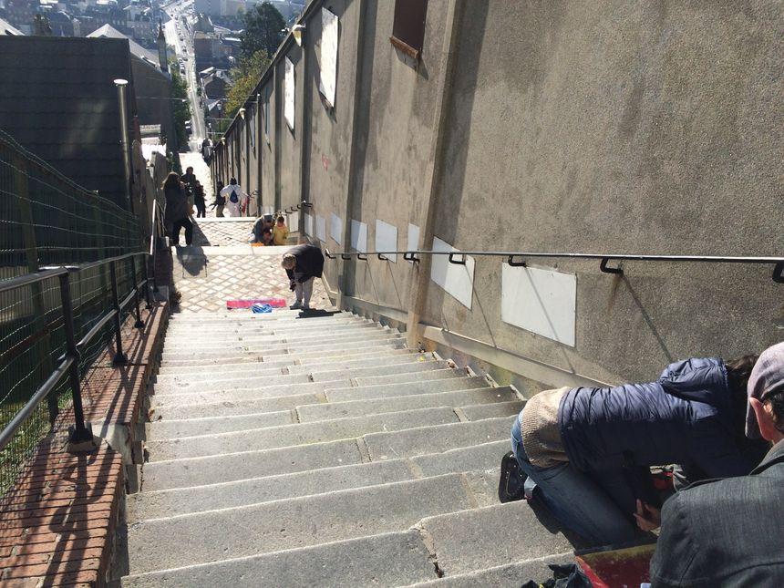 Jusqu'à dimanche entre 10H et 12H, les habitants sont invité à venir peindre les marches