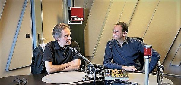 """France Musique, studio 152... Philippe Venturini & Laurent Valière """"42e Rue : La grande histoire des comédies musicales"""" (g. à d.)"""