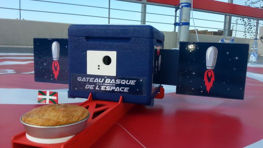 Un petit gâteau basque (à la crème) et une caméra dans une nacelle en polystyrène : la capsule est sommaire mais partira bien dans la stratosphère