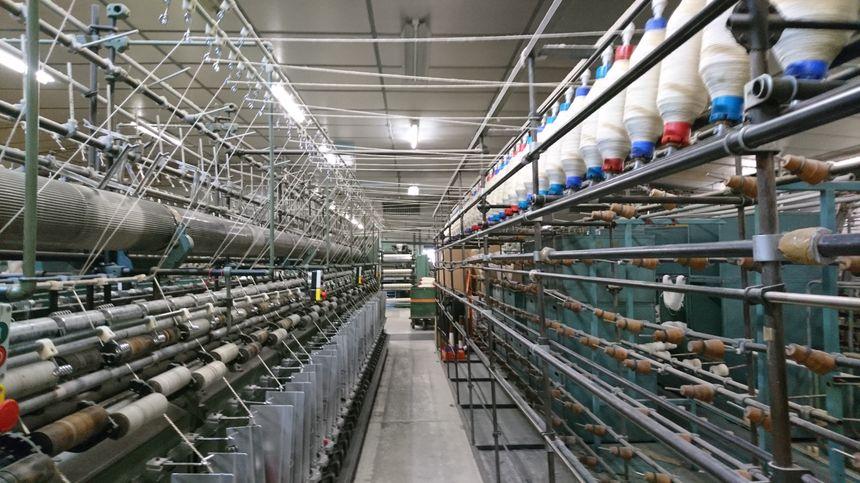 Plus d'une centaine de machines s'activent sur la laine. Elles en filent 80 tonnes par an.