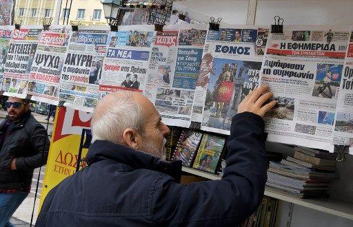 Les unes de la presse grecque sur le référendum de leur voisin du nord, lundi