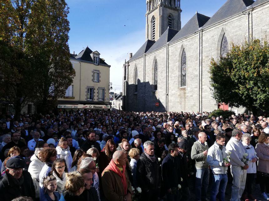 La foule était massée devant les halles de la ville