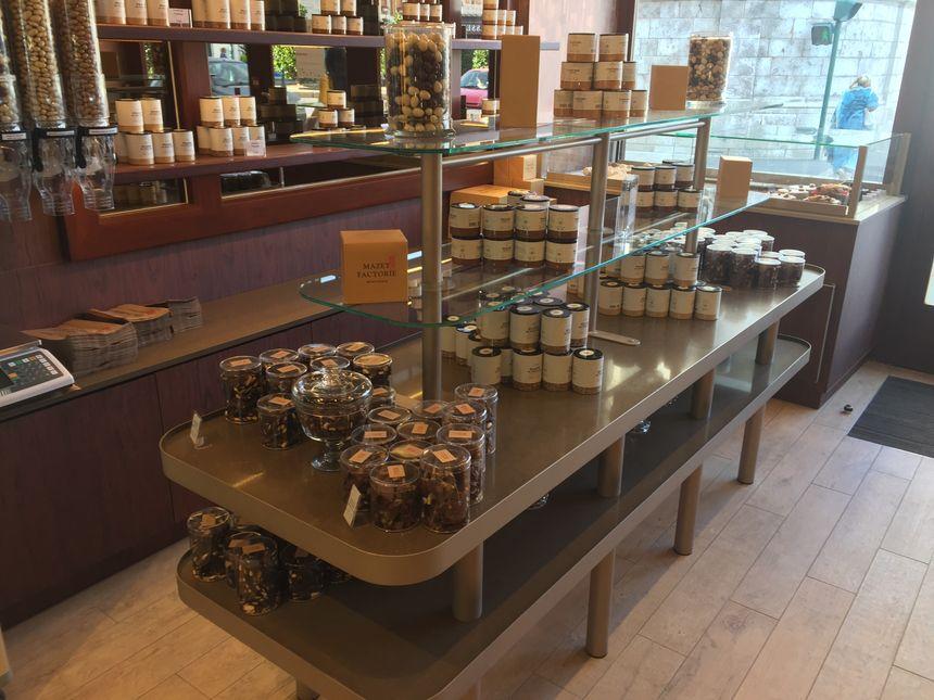 Les étagères débordent déjà de sucreries... d'autres créations sont à venir