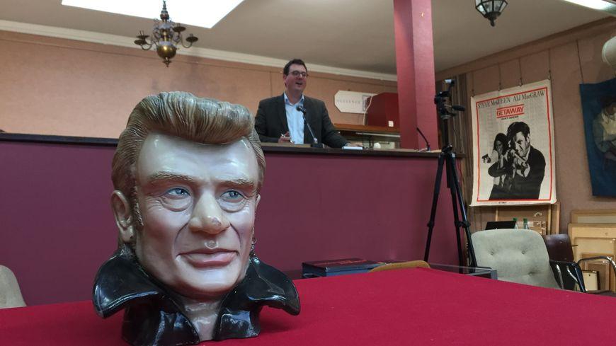 La statuette de Johnny Hallyday n'a pas eu beaucoup de mal à trouver preneur
