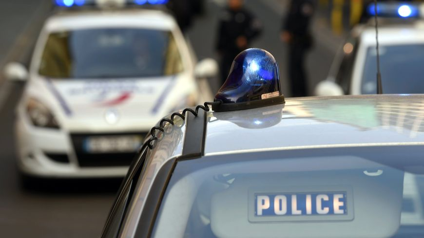 """Un jeune de 19 ans a été placé en garde-à-vue à Grenoble après avoir appelé à une """"purge"""" des policiers. (image d'illustration)"""