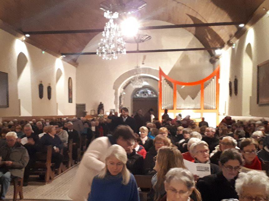 """L'aspect de l'orgue """"contraste avec le style de l'église"""", d'après Thérèse, une mélomane qui a assisté à la cérémonie"""