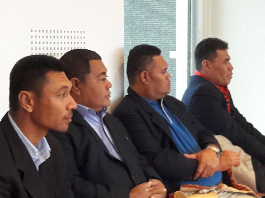 La délégation de Tikopia a suivi avec attention les prises de parole, grâce à des interprètes