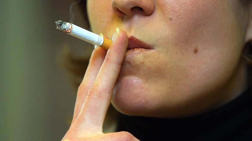 24% des femmes sont fumeuses en France.