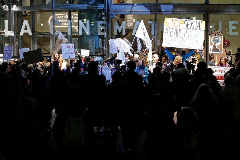 Rassemblement féministe devant la Cinémathèque pour manifester contre la rétrospective Roman Polanski